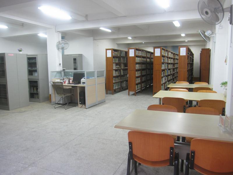 红土地文献室、政府信息公开室及中文工具室.JPG